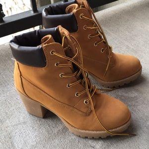 Zigi Soho Boots shoes size 6